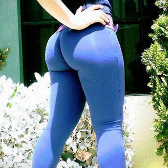 thumbs_yoga_pants_103